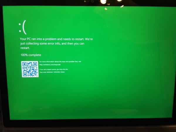 "Windows 10 内测版本已加入死机""绿屏""的照片"