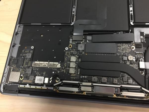 无Touch Bar版全新MacBook Pro拆解:SSD可更换的照片 - 13