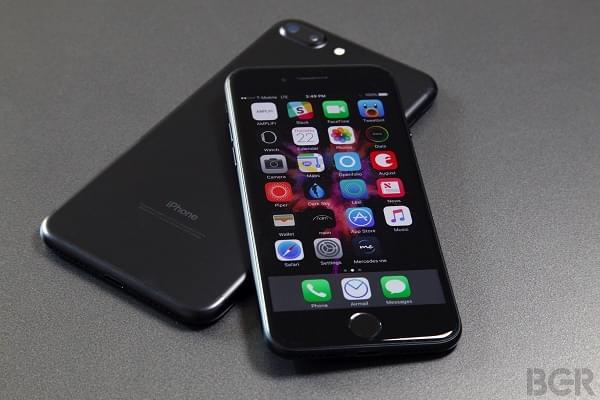 纯雷电接口的尴尬:iPhone 7无法开箱即连新款MacBook Pro的照片 - 1