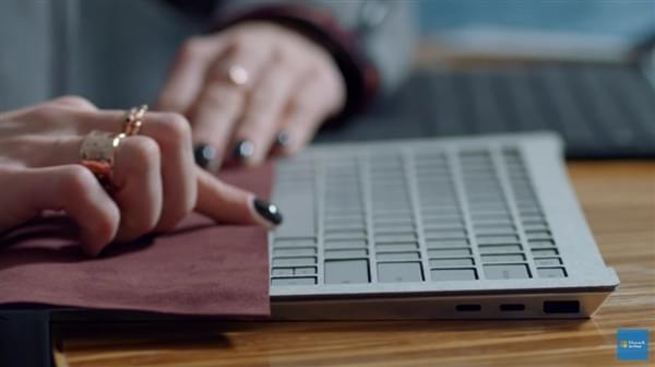 Surface Laptop原型机曝光:原本有两个USB-C的照片 - 1