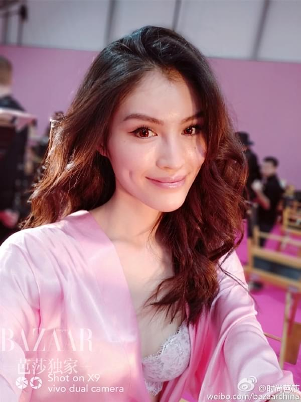 维密超模持国产手机自拍:粉色睡衣诱惑的照片 - 9