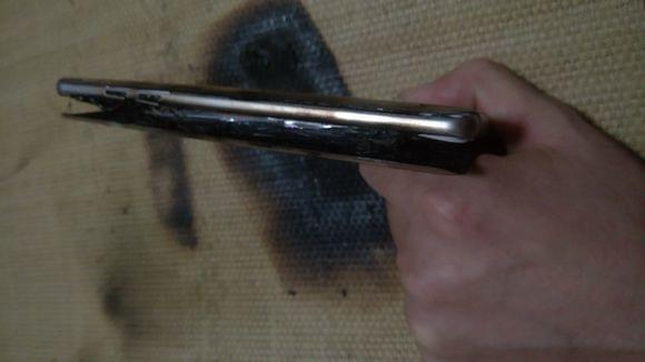疑似国行三星Galaxy Note 7第二炸:凉席烧出洞的照片 - 9