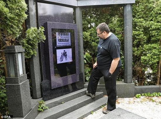 世界首个电子墓碑建成 可显示照片和视频