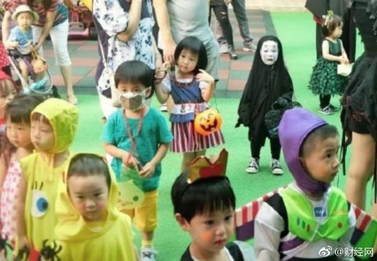 去年万圣节吓坏全幼儿园的小女孩 今年又有新造型