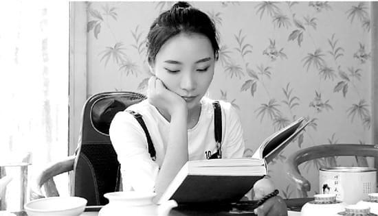 她曾是高考状元 读完清华北大却成了游戏主播的照片 - 2