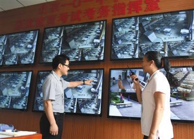 6月6日,北京101中学,老师在调整摄像头确保监控无死角。