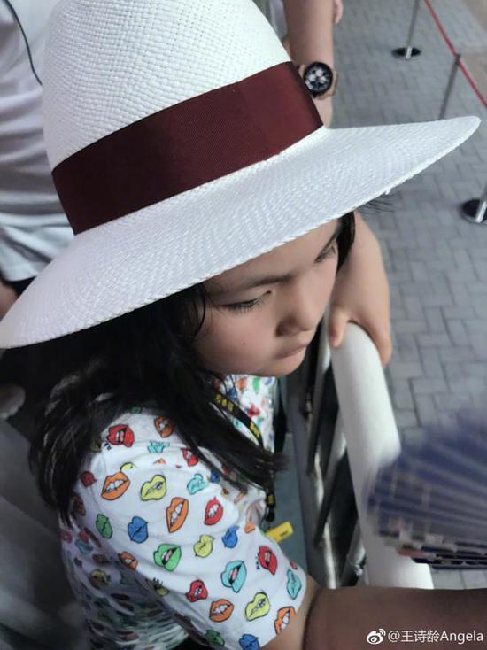 李湘暑假带女儿参观兵马俑 王诗龄满头大汗直喊热