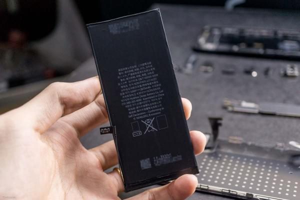 2675mAh容量电池:iPhone 7 Plus拆解视频的照片 - 11