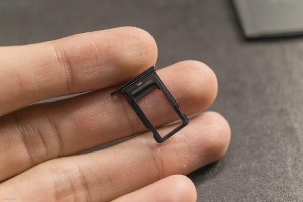 2675mAh容量电池:iPhone 7 Plus拆解视频的照片 - 12