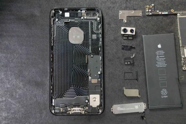 2675mAh容量电池:iPhone 7 Plus拆解视频的照片 - 3