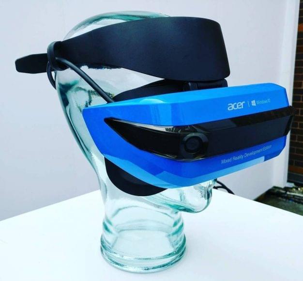 宏碁向开发者出货Windows混合式虚拟现实头戴式装置的照片 - 2