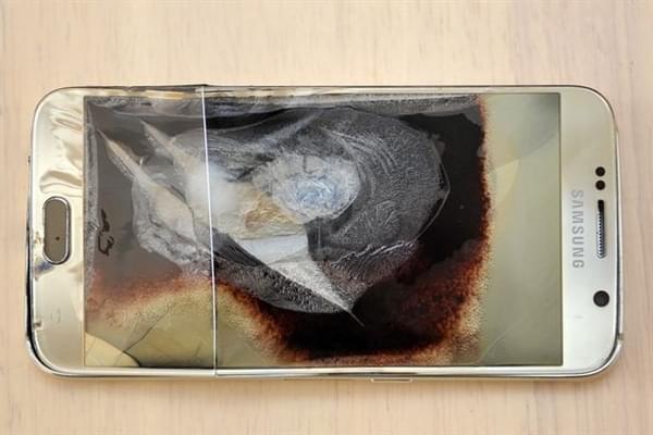 三星Galaxy S6充电爆炸:烧坏婴儿床的照片 - 1