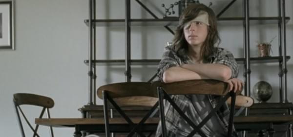 《行尸走肉》第七季发布第五集预告:山顶寨将遭打劫的照片