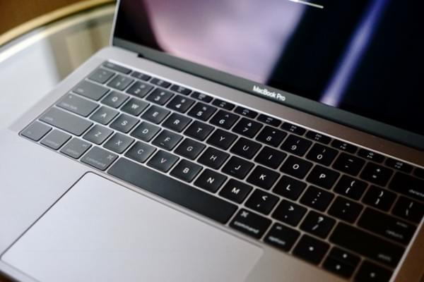 全新MacBook Pro评测:Touch Bar是亮点 但需要习惯的照片 - 7