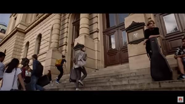 华为海外惊艳宣传片 一键琴声追梦一生的照片 - 3