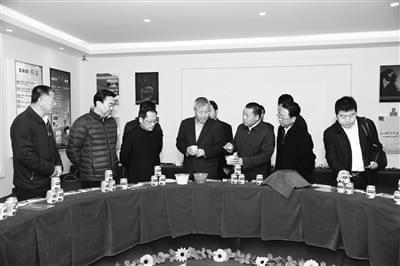 汇源集团董事长朱新礼带领考察团走进西吉