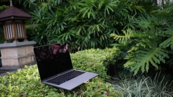 新款MacBook Pro评测:Touch Bar真的能提高效率的照片 - 1