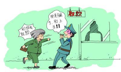 老人被騙10萬取款時被攔下 警察勸阻反遭拳腳相加