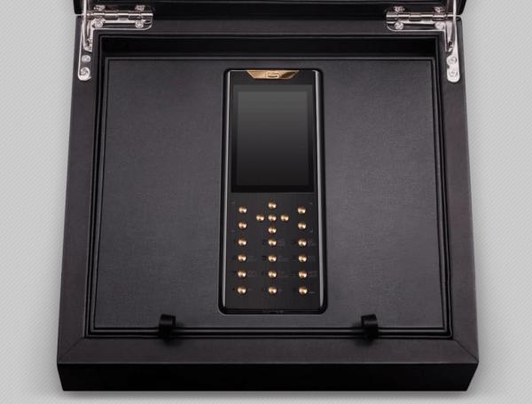 镶钻+5级钛 Gresso售价21万的限量奢侈功能机发布的照片 - 6