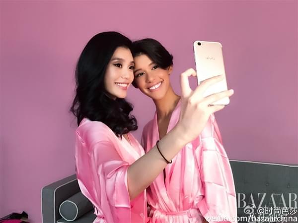 维密超模持国产手机自拍:粉色睡衣诱惑的照片 - 3