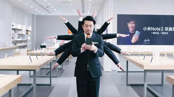 """广告画风清奇:日本男团""""世界秩序""""拜访小米之家的照片"""