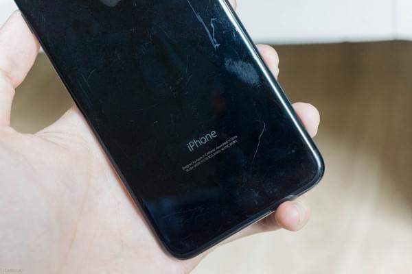 哑光黑和亮黑色iPhone 7划伤后会怎么样?的照片 - 15