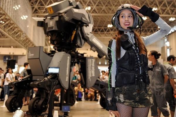 日本研制出可真人驾驶的机器人战士,卖1.2亿日元的照片 - 8