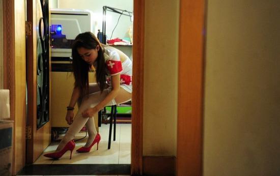 揭秘女子电竞内幕:美艳背后的潜规则的照片 - 22