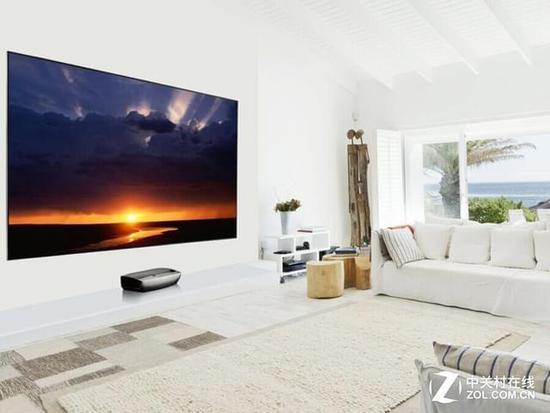 家用液晶電視作為客廳顯示的解決方案,最重要的是它價格親民,算上幕布