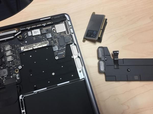 无Touch Bar版全新MacBook Pro拆解:SSD可更换的照片 - 1