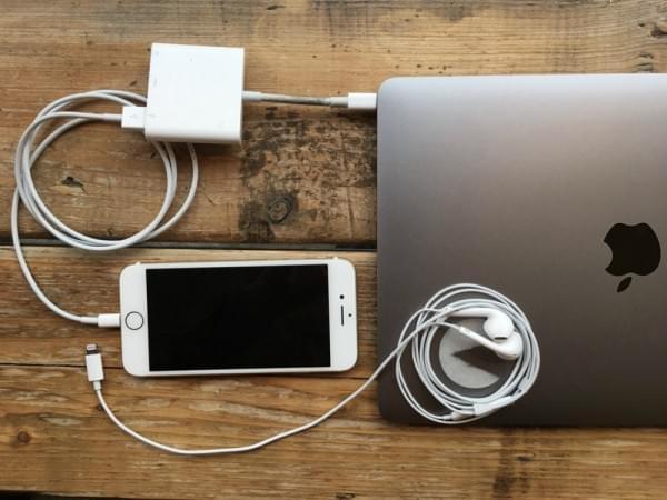 这两张照片完美诠释了MacBook Pro设计上的最大缺陷的照片 - 2