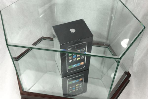 首代未开封iPhone价格已被炒至十几万的照片 - 1