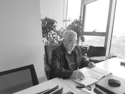 成都大爷64岁通过司法考试:当了5年律师还想考研