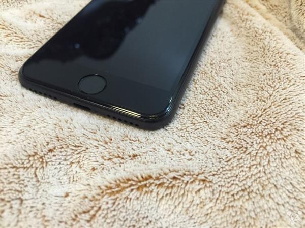 亮黑iPhone 7掉漆 网友用补漆笔修复的照片 - 3