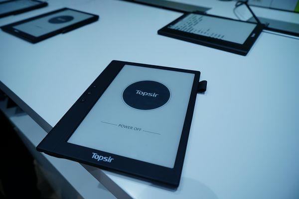 海尔发布TOPSIR电纸书:石墨烯显示+原笔迹手写的照片 - 1