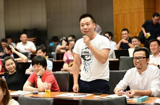 荣耀总裁赵明为复旦学子带来精彩演讲
