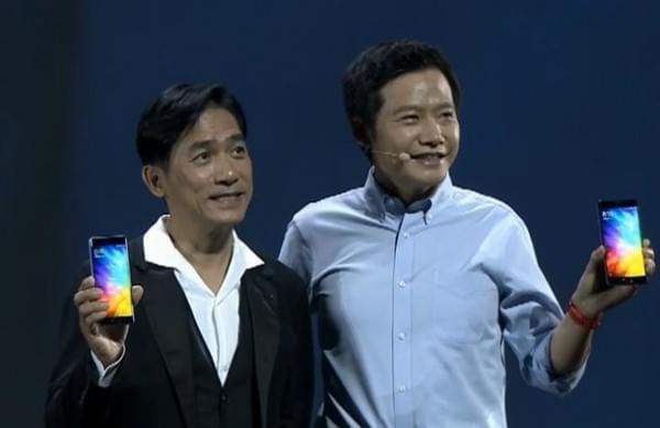 梁朝伟现身小米Note 2发布会:手持新机与雷军合照的照片 - 4