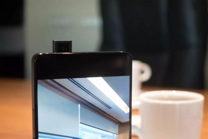 """iPhone X""""刘海屏""""遭众人嫌弃?为何厂商们竞相效仿的照片 - 3"""