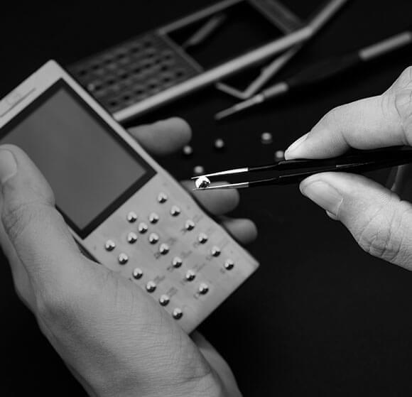 镶钻+5级钛 Gresso售价21万的限量奢侈功能机发布的照片 - 4