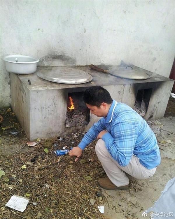 这样的刘强东你绝对没见过 砍柴拉车烧饭样样精通的照片 - 3