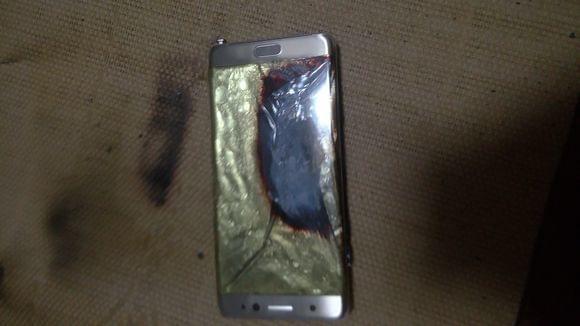 疑似国行三星Galaxy Note 7第二炸:凉席烧出洞的照片 - 8