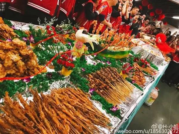 来看看阿里员工奋战双11的饕餮盛宴的照片 - 11