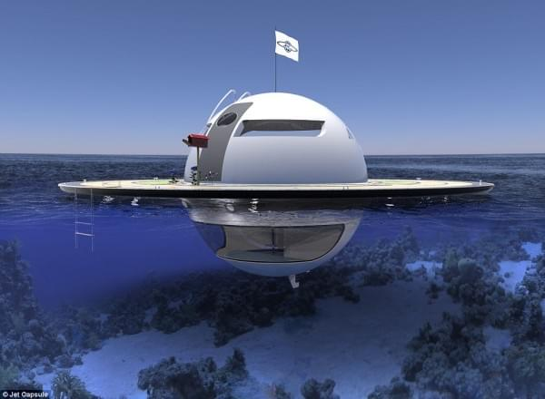 意设计师设计UFO形状游艇 两年后实现飞行功能的照片 - 13