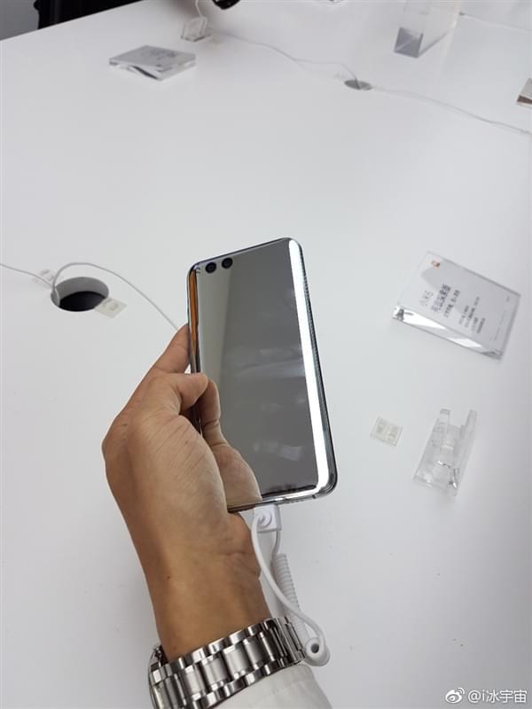 小米6亮银版真机:能当镜子照的照片 - 7