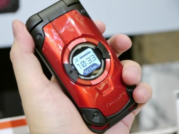 1.8米随你摔 京瓷推出最坚固的翻盖手机TORQUE X01的照片 - 7