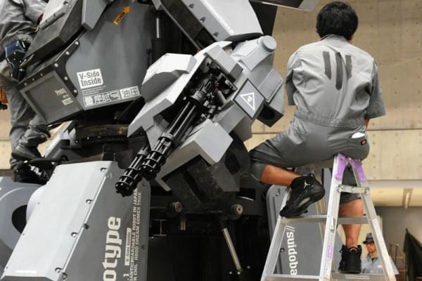 日本研制出可真人驾驶的机器人战士,卖1.2亿日元的照片 - 10