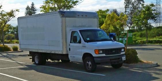 """为省90%工资 谷歌工程师""""蜗居""""停车场卡车内的照片 - 1"""