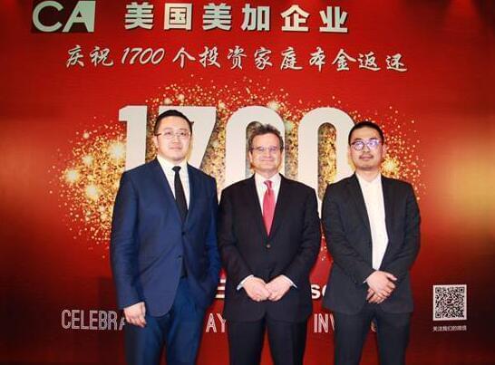 侨外集团美国项目部总监谭言(左)与CanAm总裁兼首席执行官 Tom Rosenfeld(中)合影
