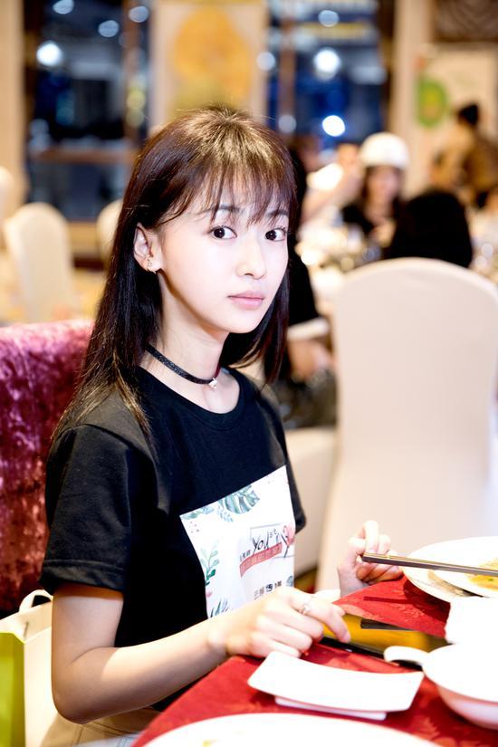 吴谨言饰演白小鹿