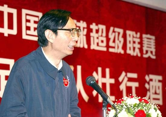 尹明善给第一次征战中超的球队壮行。